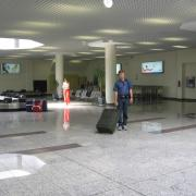 Зал прилета в аэропорту Санторини